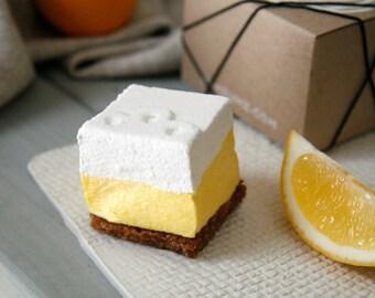50 Favors - Lemon Meringue Pie Marshmallows with Personalized Message - 4 Pieces per Favor Box