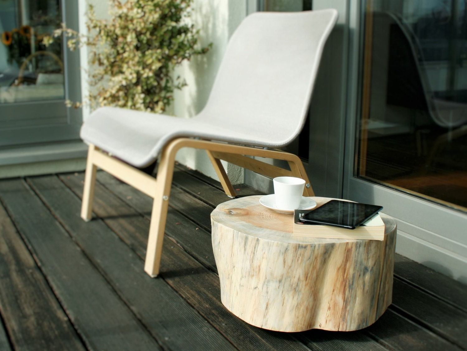 wooden stump table trunk side table pine tree trunk rolling casters white scandi style stump baumstamm tisch sgabello ceppo di legno
