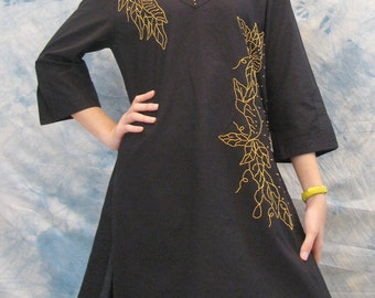 SALE 26 USD--B077--Season change (Cotton blouse with flowers embroidery)