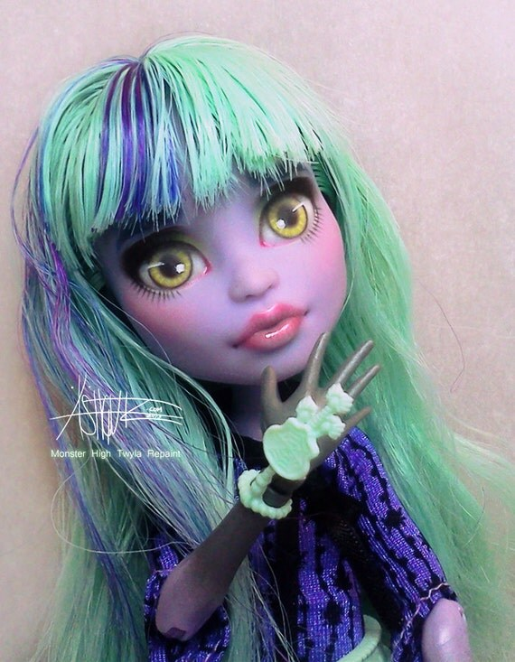Monster High Twyla repaint