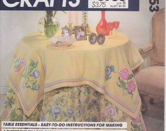 Tablecloth Pattern Round Tablecloth 4 Shapes 10 Trim Variations Side Table  Uncut McCalls 8953