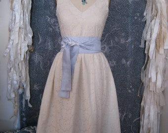 Eyelet V-neck Short Retro Casual Wedding Dress, Size Large