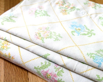 Vintage 1970's Floral Needlepoint Print Double Flat Sheet and 2 Pillowcases Set