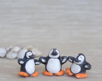 Happy Penguins / Penguin miniature / penguine totem / penguin figurine / happy penguin / animal miniature