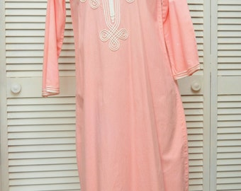 Vintage Womens Indie Caftan Loungewear/Maxi Dress/60s/Coral/White Contrast Embroidery/Moroccan India Theatre Costume Hippie Wedding Bridal
