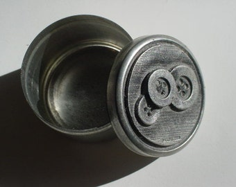 METZKE tin with Pewter inlay BUTTON theme