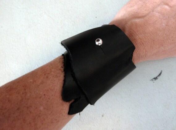 Black leather simple cuff 1 - wasteland - mad max - by Darkwear Clothing