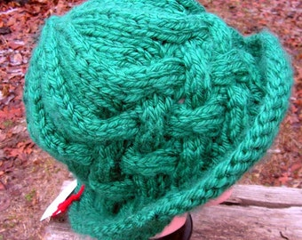 Hat085 Hand Knit Cabled Rich Green Vintage Style Paddington Hat