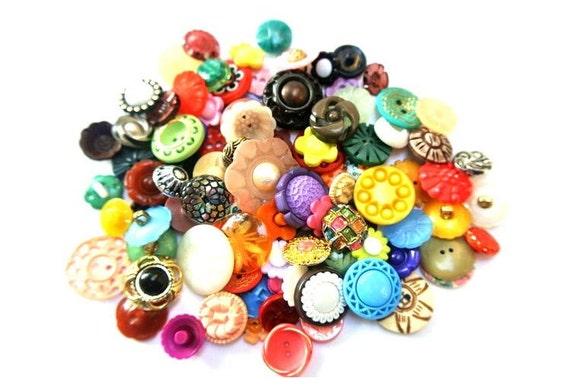100 Buttons, FLOWERS BUTTONS, antique and vintage  retro plastic buttons