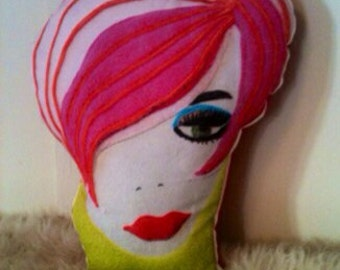 Mod face pillow woman