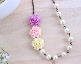 Nature Garden Inspired. 3 Light colours Ruffle Roses with Cream Swarovski Crystal Pearls Necklace. Flowers necklace. Bridal Wedding Gift.