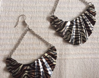 WAVE fan oval zebra animal painted black stripes silver chains metal earrings big light diva fashion doll tear shaped drop sahara outback 90