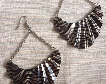 WAVE fan oval zebra animal painted black stripes silver chains metal earrings big light diva fashion doll tear shaped drop sahara outback 90