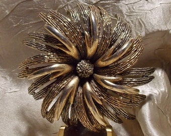 Vintaged Gold Tone Designer Brooch