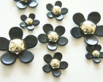 Price Down 8 pcs White Flower Cabochon (18mm-36mm) FL364 Black/Gold