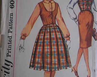 Vintage 60s Scoop Neck Weskit Box Pleat Wiggle Skirt Sexy Secretary Blouse Sewing Pattern Simplicity 3583 B34