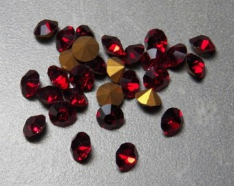 Vintage Swarovski Light Siam Round 30ss Faceted Crystal Chatons (12)