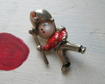 TOY SOLDIER BROOCH Vintage Holiday Fourties