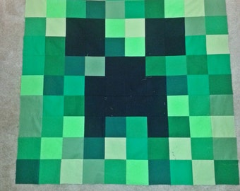 Mine er Craft ing Small Baby or Throw Size Square  Quilt