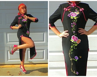 SALE Vintage Sexy Black Cheongsam with Pink and Red Embroidered Flowers Maxi Kimono High Collar Cosplay Chun Li Dress Size Small
