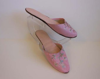 1920s slippers / Vintage 20's Slippers / Pink Embroidered Silk Boudoir Shoes