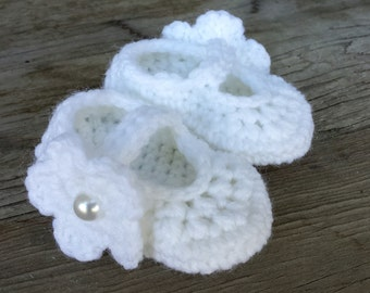 Crochet Mary Jane shoes with removable flower option. size 0 to 3 mo.