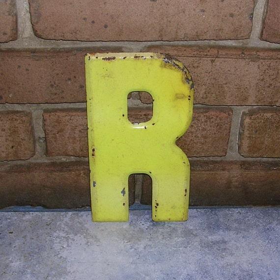 Lettre métal Vintage signe métal R signe Marquee Vintage métal lettre R Chippy peint signe R