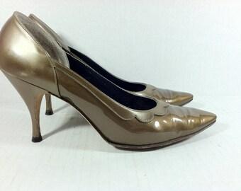 Vintage Ladies Stilletto Pumps..Vintage Town and Country La Scala's Stilettos sz. 6 - 6.5..1960's Pumps..Mad Men Style..Mid Century Stilleto