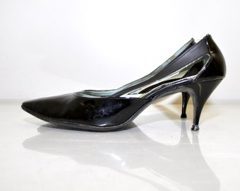 Vintage 1960s Shoes / Vintage Dress Shoes / Vintage Stiletto Heels / Black Patent Kitten Heels Size 8