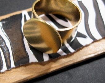 Adjustable Antique Gold Ring Base from Nunn Design - 16mm plate