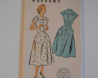 Vintage 50s V Neckline Dress Pattern New York 1535 Size 14 Bust 32 UNCUT