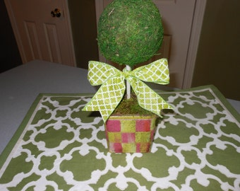 Whimsical Tulip check topiary