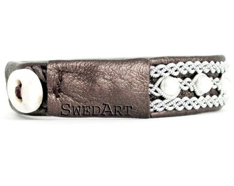 SwedArt B98 Madeleine Swedish Sami Leather Bracelet with Pearls and Antler Button Pearl-Brown LARGE