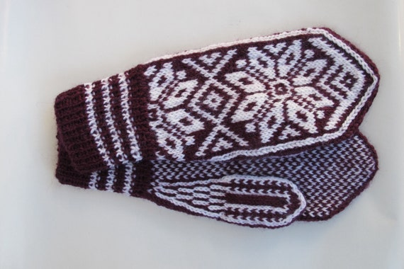 Handknitted wool mittens with norwegian pattern.