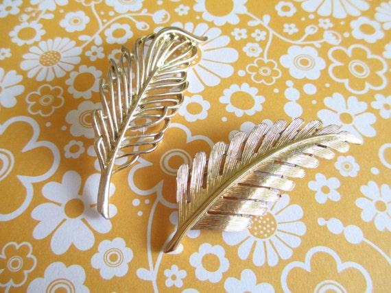2 Signed Beautiful Vintage Leaf Feather Pins Brooches Gerrys & Monet