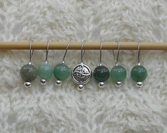 Knitting Stitch Markers - snag free loop markers - 8mm green aventurine gemstones and silver heart  - set of 7 - three loop sizes available