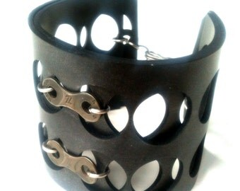 CYCLED : SWISS Cuff made from Upcycled Bike Chain and Rubber (cr-sc-b)