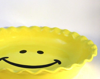 Smiley Face Pie Plate - Happy Face Pie Plate - Ceramic Pie Dish - Deep Dish Bakeware - Hand Painted Baking Dish - Hand Painted Plate