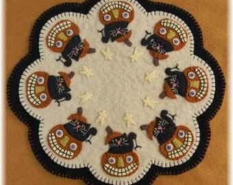 Boo! Halloween Cats & Pumpkins Penny Rug/Candle Mat DIGITAL PATTERN