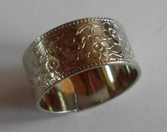 Ring Band- - Vintage- 1970's- Silver plated- Brass- Renaissance- Medieval- Costume Jewelry- Floral Design-  Mule Grain