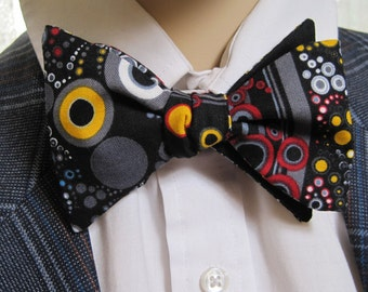 Abstract Circles Bow Tie
