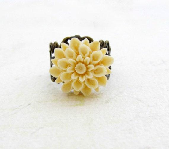 Ivory Flower Ring Cream Flower Ring Dahlia Flower Vintage Style Filigree Ring Bridesmaid Gift Statement Ring - Ivory Dreams