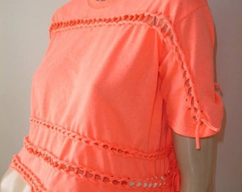 womens shredded braided cropped tshirt. midriff top. size Medium. neon coral dayglow. pink orange