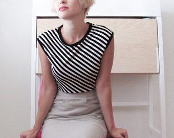 Black and white striped tank top shirt xs sm
