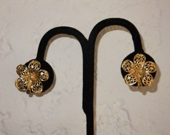 Vintage Earrings Clip On Gold Tone Flower Clips Retro Costume Jewelry