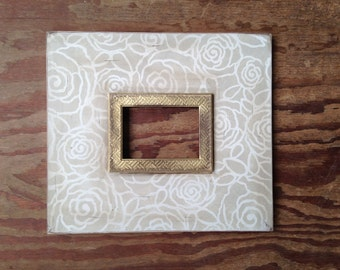Bloom 5x7 Distressed Frame Relaxed Khaki on Vintage White with Gold Herringbone Trim