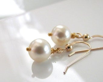 Cream Pearl Earrings in Gold, Simple Pearl Earrings, Ivory Pearl Earrings, Bridesmaid Earrings, Pearl Wedding Earrings, Gold Filled