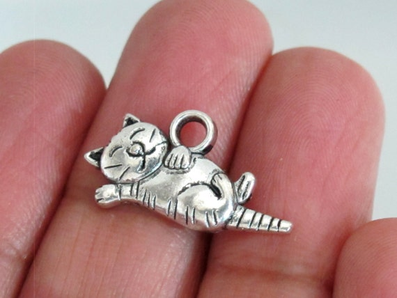8 pieces - Cat charms antiqued silver plated  -  CM014