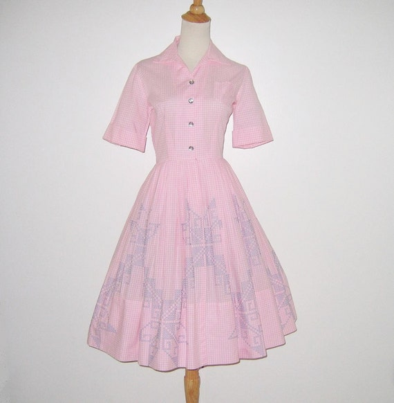 Vintage 1950s Dress / 50s Pink Gingham Dress / 50s Pink Gingham Dress With Blue Embroidered Cross Stitch Star Design - S, M
