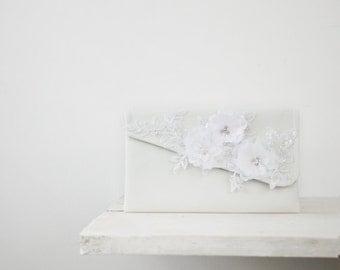 White Bridal Purse, wedding clutch